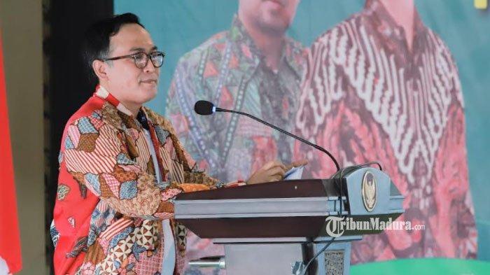 Terinspirasi dari Bupati Pamekasan, Desainer Nasional ini Ciptakan Batik Jaket Tamam Batik Jacket