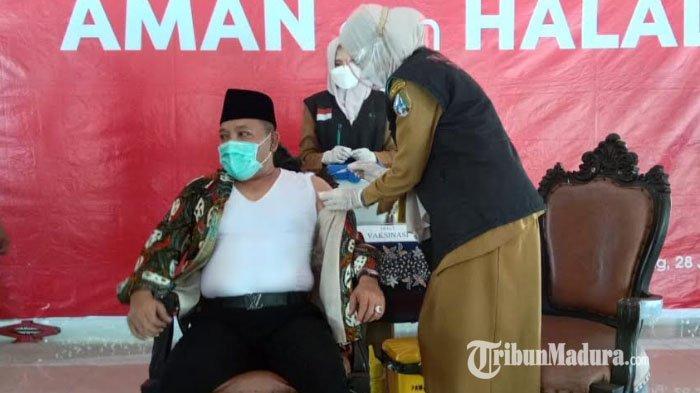 Bupati Sampang Slamet Junaidi Jalani Vaksinasi Covid-19 Dosis Pertama