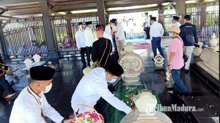 Peringati Hari Jadi Kabupaten Sampang ke-397, Bupati Slamet Junaidi Ziarah ke Makam Leluhur