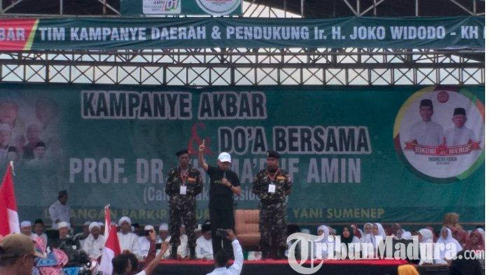 Hadiri Kampanye Akbar Cawapres Maruf Amin di Sumenep, Bupati KH A Busyro Karim Acungkan Satu Jari