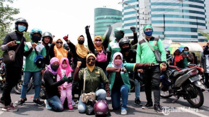 Ratusan BuruhKSPI Sidorjo Tiba diJalan Ahmad Yani Surabaya, Tunggu Gelombang Massa Buruh Lainnya
