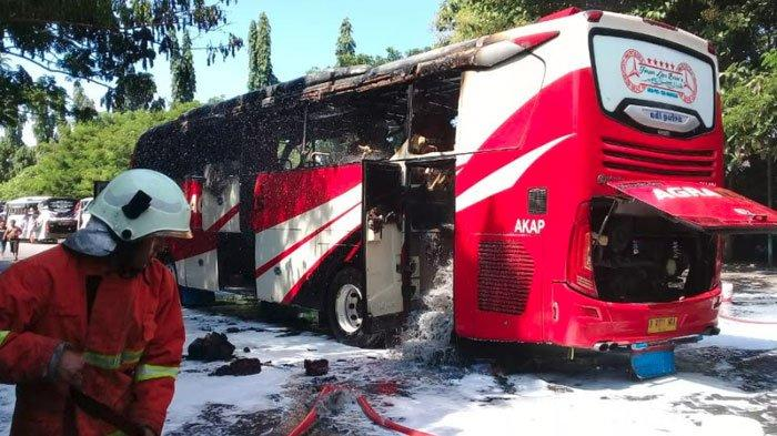 Bus Malam Agra Mas Terbakar di TerminalRajekwesi Bojonegoro, Diduga Karena Konsleting AC