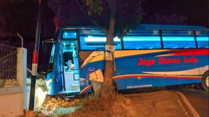 Kendarai Motor Honda Beat, Pria Kediri ini Langsung Tewas Dihantam Bus PO Jaya Utama Indo di Tuban