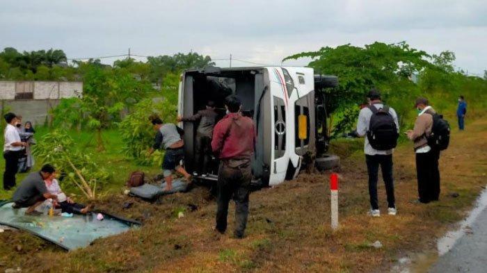 Berikut Kronologi Lengkap Bus Tentrem Terguling di Tol Waru, 14 Orang Alami Luka Ringan