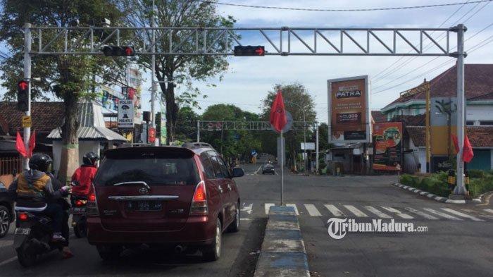 Lumajang Terapkan Tilang Elektronik Segera, CCTV Telah Terpasang di Simpang Tiga Jalan Sukodono