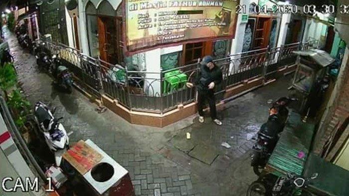 Masjid di Surabaya Ini Sudah 3 Kali Jadi Sasaran Aksi Pencurian Kotak Amal, Padahal Terpasang CCTV