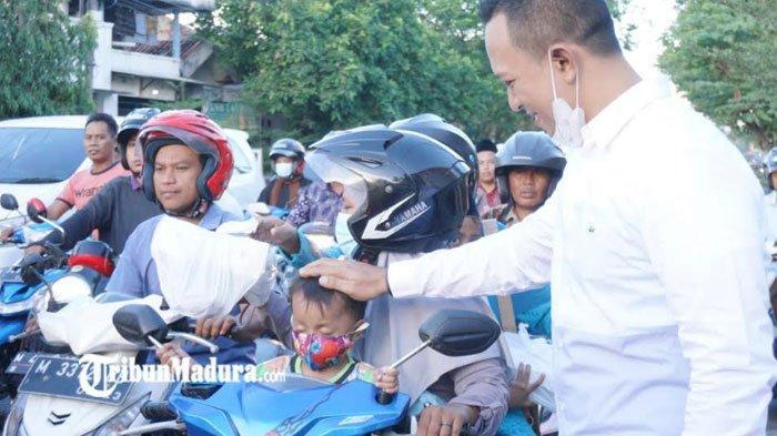CEO Bani Group Bagi-Bagi 2000 Paket Takjil Gratis untuk Masyarakat dan Pengendara di Bulan Ramadan
