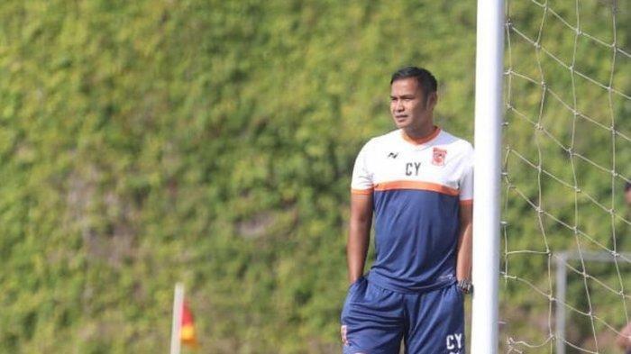 Manajemen Arema FC Juga Tidak Memperpanjang Kontrak Asisten Pelatih Charis Yulianto