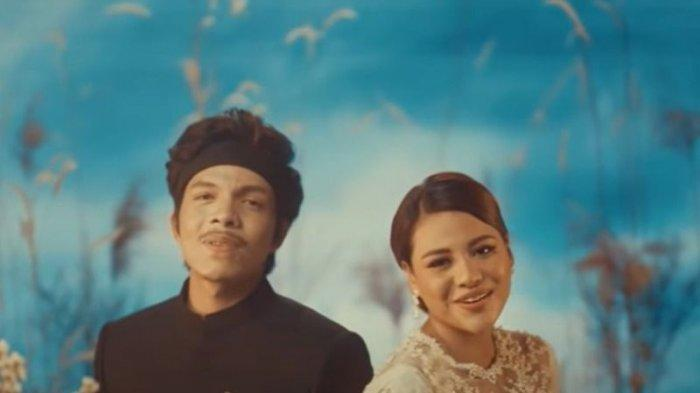 Chord Gitar Lagu Hari Bahhagia Atta Halilintar dan Aurel, Ceritakan Kisah Perjalanan Cinta Keduanya