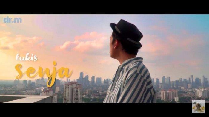 Chord Gitar Lagu 'Melukis Senja' dari Budi Doremi: Izinkan Ku Lukis Senja, Mengukir Namamu di Sana