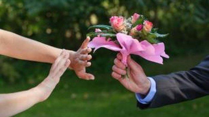10 Tanda Kamu atau Pasanganmu Belum Move On dari Sang Mantan, Simak Tandanya, Hadapi dengan Bijak