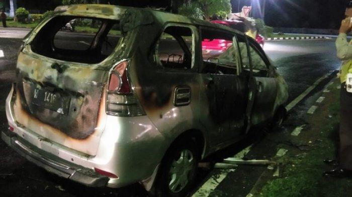 Akibat Nonton Youtube di dalam Mobil, Mobil Daihatsu Sigra Meledak Saat Mengisi Bensin di SPBU