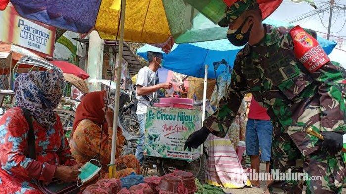 Dandim dan Kapolres Pamekasan Blusukan ke Pasar Kolpajung, Edukasi Warga Pentingnya Pemakaian Masker