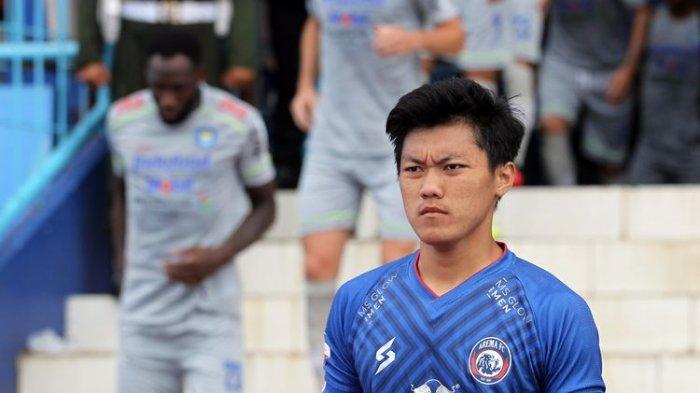 Pemain Asal Mojokerto Feby Eka Putra Resmi Bertahan di Arema FC