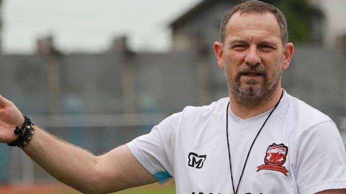 Sebut Pemain Madura United Mulai Padu,Dejan Antonic Mengaku Butuh Waktu Tunjukkan Perubahan