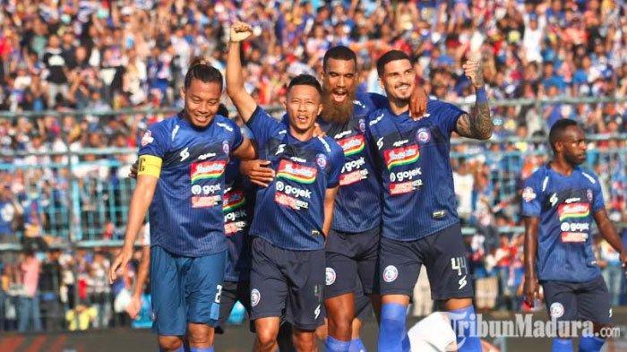 Dendi Santoso saat merayakan gol pada laga Arema FC Vs Persebaya Surabaya di Stadion Kanjuruhan, Malang, Kamis (15/8/2019).