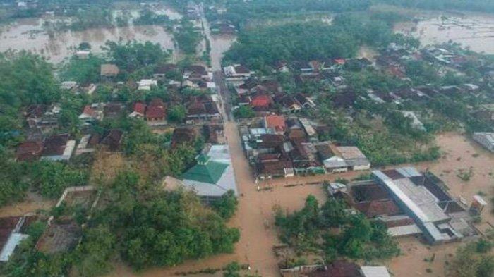 Hari Pertama Tahun Baru 2020, Dua Kecamatan di Gresik Langsung Terendam Banjir Bandang Kali Lamong