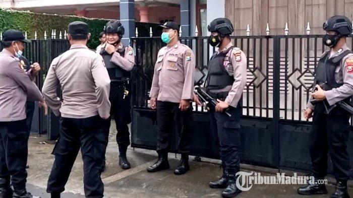 Geledah Terduga Teroris di Desa Tenggur Tulungagung, Densus 88 Temukan 2 Pistol dan 9 Peluru
