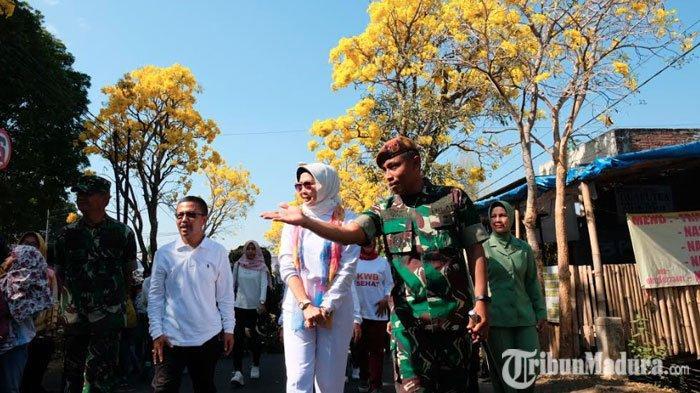 Dewanti Rumpoko Antusias Pengalaman Pertama Lihat Langsung Bunga Tabebuya Bermekaran diArhanud