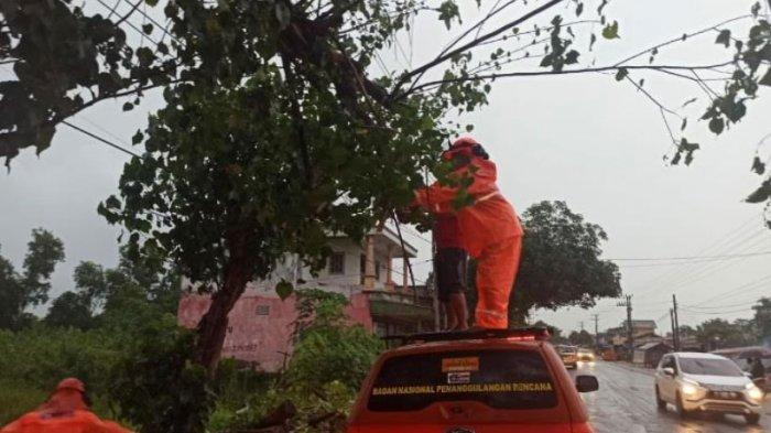 Peringatan Dini BMKG Hari Ini: Waspadai Hujan Lebat dan Angin Kencang di Wilayah Kabupaten Bangkalan