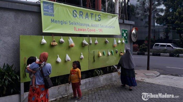 Peduli Warga Terdampak Covid-19,Hotel Whiz Prime Malang Sediakan Dinding Berisi Makanan Gratis
