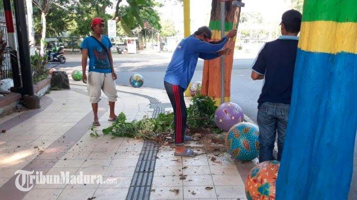 Masyarakat danDLH Gotong Royong Bersih-Bersih dan Penghijauan,Wujudkan Pamekasan Bersih & Asri