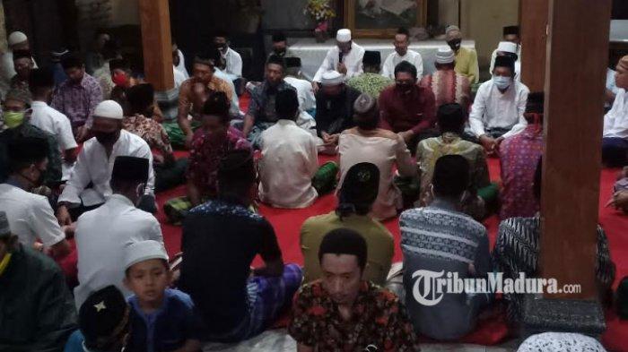 Puluhan Warga dan Sobat Ambyar Ikut Tahlilan 40 Hari Berpulangnya Didi Kempot di Desa Mejasem Ngawi
