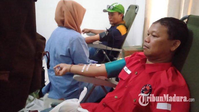 Peringati Hari Sumpah Pemuda,DPC PDI Perjuangan Surabaya Gelar Bakti Sosial Donor Darah