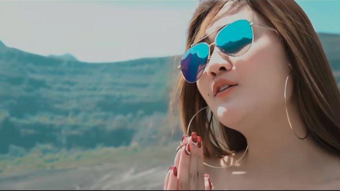 Download Lagu Dangdut Koplo Nella Kharisma Full Album MP3, Istri Setia hingga Kartonyono Medot Janji