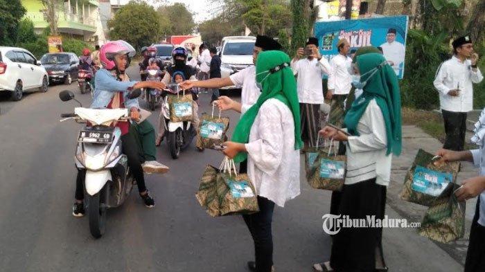 DPC PKB Bangkalan Bagikan 500 Bungkus Takjil, Bentuk Syukur Momen Ramadan dan SK Kepengurusan Turun