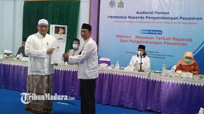 Pansus Raperda Pengembangan Pesantren DPRD Jatim Audiensi Bersama Para Pengasuh Ponpes di Bangkalan