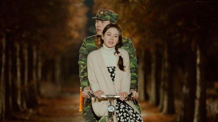 Download DrakorHyun Bin Crash Landing on You Sub Indo Full Episode, Bisa Nonton Streaming Juga