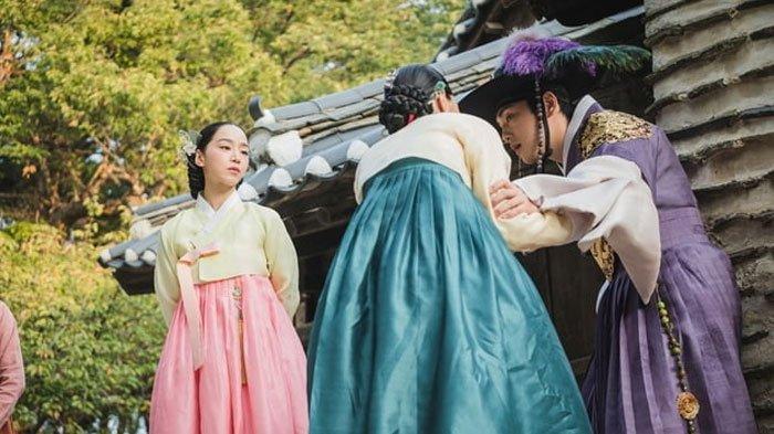 SPOILER Drakor Mr Queen Episode 9, Terkuak Misteri Sumur hingga Alasan Cheoljong Mencintai Hwa Jin