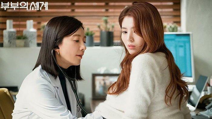 Kim Hee Ae Jaga Jarak denganHan So Hee dan Park Hae Joon di Luar Syuting The World of the Married