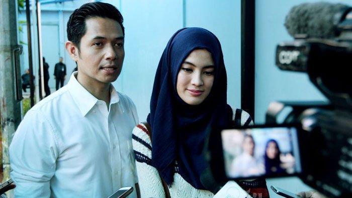 Dude Herlino dan Alyssa Soebandono saat ditemui seusai menjadi pengisi acara di kawasan Kapten Tendean, Jakarta Selatan, Selasa (18/10/2016).