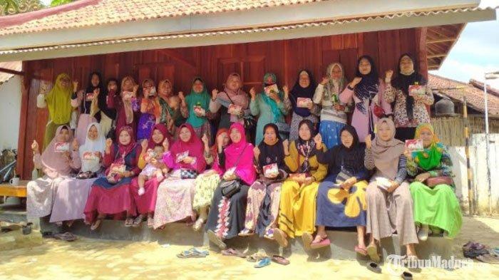 Emak-Emak di SumenepNyatakan Dukungan untuk Achmad Fauzi - Dewi Khalifah padaPilkada Sumenep 2020