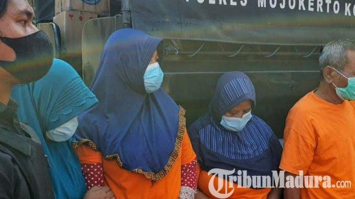 Terciduk Berjudi di Rumah Kosong Penompo, 3 Ibu Rumah Tangga di Mojokerto Diamankan Polisi