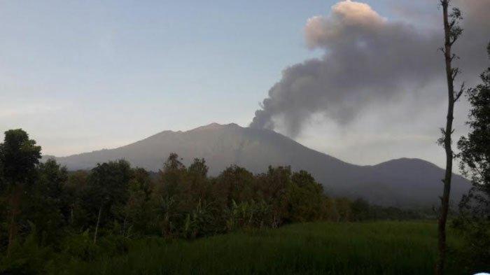 Erupsi Gunung Raung, Masyarakat Diimbau Kurangi Aktivitas di Luar Rumah Cegah Sebaran Debu Vulkanik