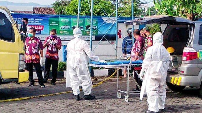 Pria Ditemukan Tewas Tertelungkup di Dalam Truk, Evakuasi Jenazah Menggunakan Protokol Covid-19