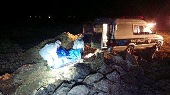 Dikira Batang Kayu, Mayat Tanpa Identitas Ditemukan Mengapung di Pantai Dekat Kilang Minyak
