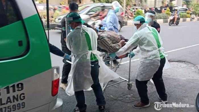 Buat Geger Warga Malang, PriaODGJTerbaring di Depan Minimarket, Diduga Mengalami Kelelahan