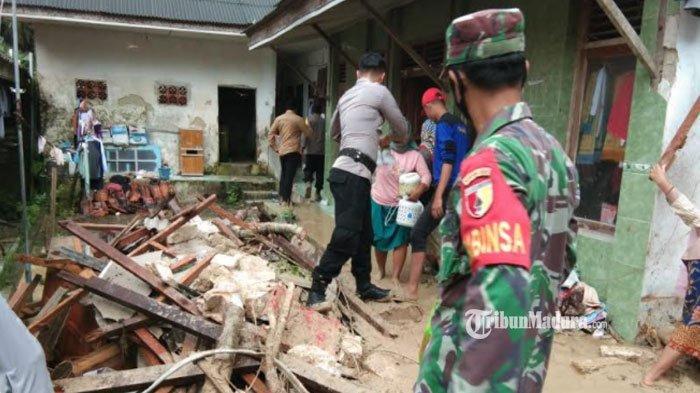 Tebing Longsor Timbun Ponpes Annidhamiyah Pamekasan, Puluhan Santriwati Diungsikan ke Rumah Warga