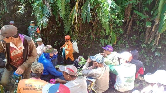 Sehari Menghilang, Pencari Rumput Tertimbun Tanah Longsor Sedalam 1,5 Meter di Ampelgading Malang