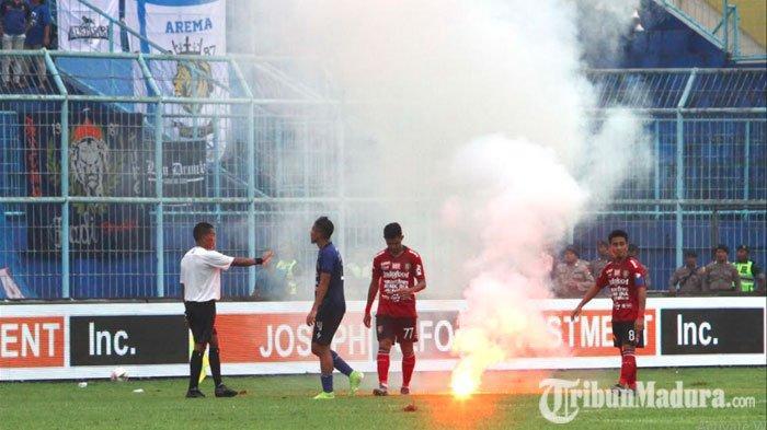Bali United Merasa Dirugikan Adanya Flare yang Dilemparkan ke LapangansaatLaga Kontra Arema FC