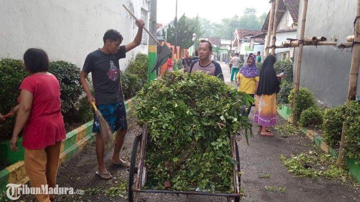 Warga Jalan Trunojoyo Pamekasan Lakukan Kerja Bakti, WujudPeduli dan Cinta Lingkungan