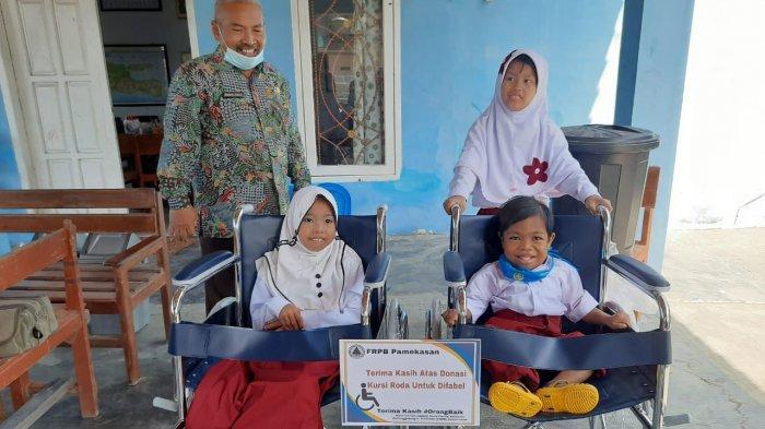 Berkat Bantuan Empat Kursi Roda dari FRPB, Siswa-Siswi SLB Pamekasan Ini Bisa Sekolah dengan Nyaman