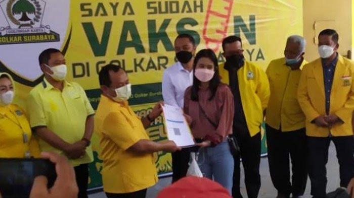 Partai Golkar Gelar Vaksinasi Covid-19 untuk Masyarakat Surabaya, Peserta Bawa Pulang Paket Sembako