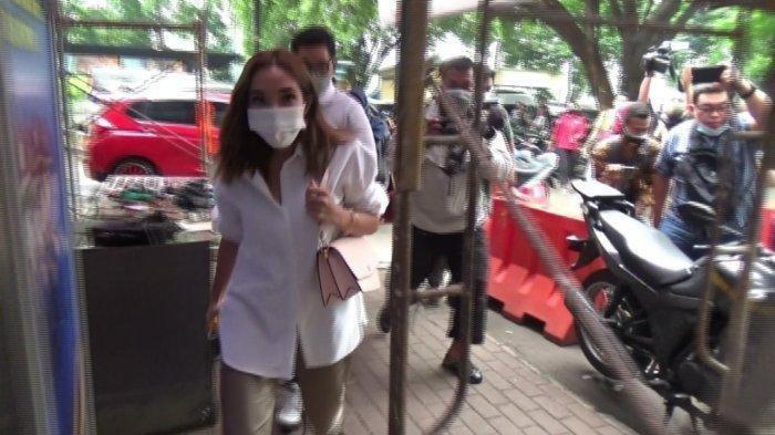 Polisi Pastikan Bakal Ada Tersangka Baru Kasus Video Syur, Wajah Gisella Disoroti Psikolog: Stres