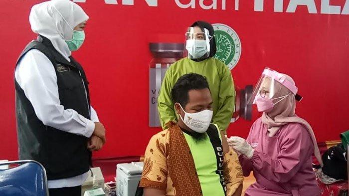 Gubernur Khofifah: Vaksinasi Skala Besar di Sampang Jadi Upaya Efektif Cegah Penyebaran Covid-19