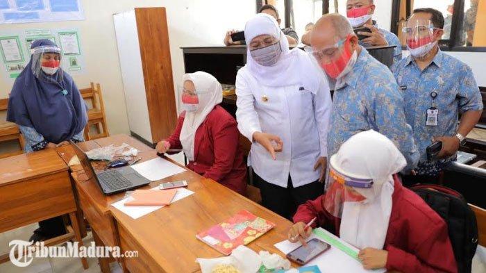 Antusias Mengiringi Uji Coba Pembelajaran Tatap Muka, Gubernur Khofifah Meninjau ke Probolinggo
